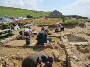 Veiw across the site, everyone hard at work in the sunshine