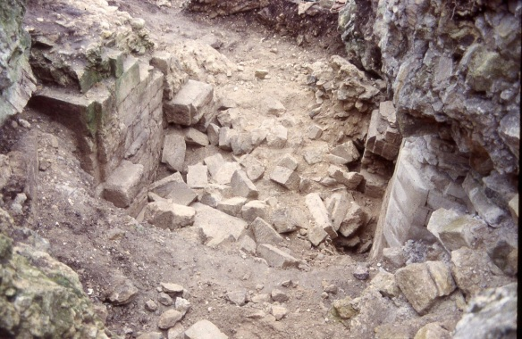 A scatter of good robbed ashlar stone found under the block of Keep once the engineers had moved it in 1996. Perhaps the Parliamentarian sappers meant to retrieve it but it was too late once the Keep west wall had been exploded across the gateway.