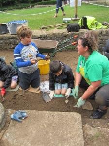 Fay helping Thomas and Tom