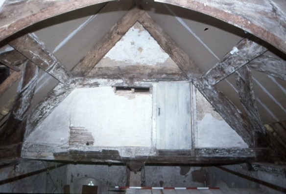 The medieval roof was open to the hall below in the 15th century but in the Tudor period a floor was inserted. The roof timbers were later hidden by layers of lath and plaster and reed. Behind this we found a 17th century spur, musket shot and a leather purse.