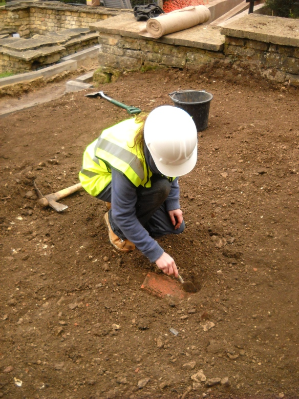 Areas of Roman demolition rubble were found above the old ground service and large fragments of meat bones and Roman tile were found including Aimee's chunk of flue tile.