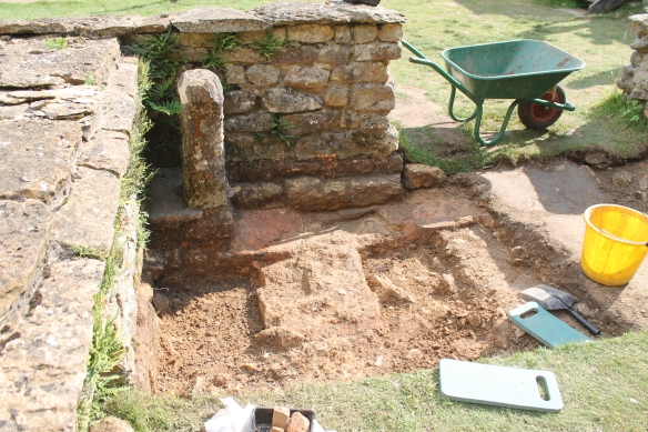Fay's 2nd century walls in D. The wall in the centre blocks and replaces a hypocaust flue. The flue walls burnt red with the heat.